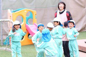神戸幼稚園 園庭で遊ぶこどもたち