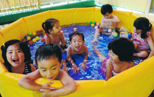 神戸幼稚園 夏期プール写真