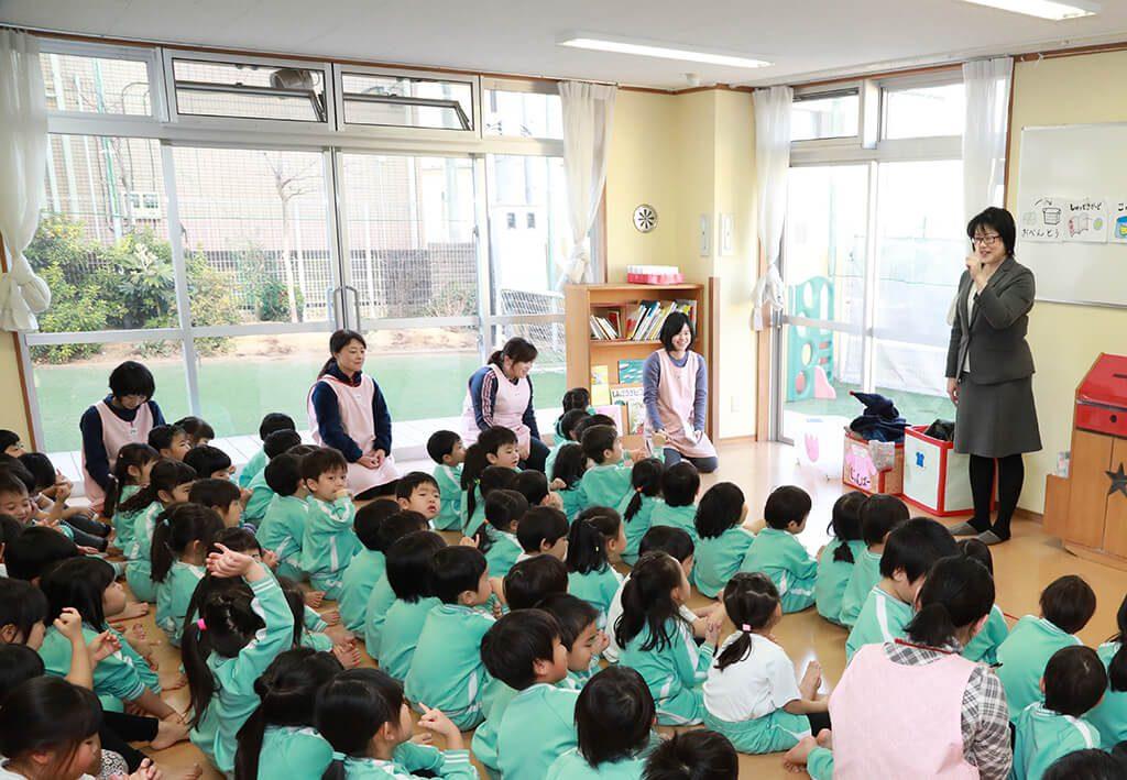 神戸幼稚園 課内教室 手話の様子